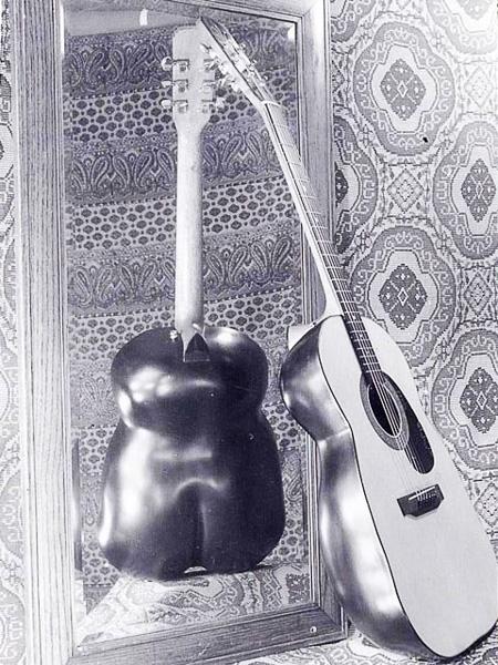 1975LedaGuitar01